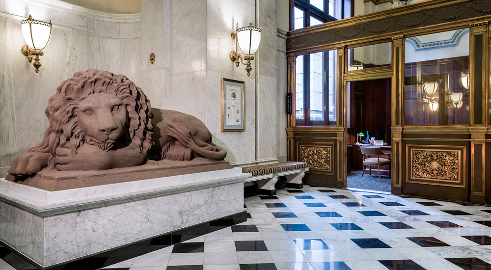 This Lion Is One Of A Pair That Rested Outside The Bank S Entrance From 1871 Until 2009 When They Were Shipped Off For Restoration